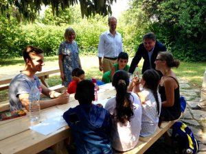 Manfred-Lucha im Gespräch mit Kindern